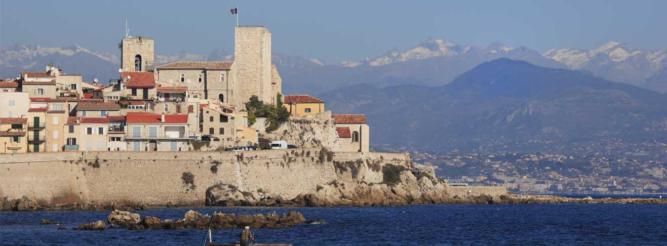 LooKING FOR A PROPERTY IN ANTIBES?